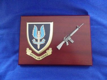 SPECIAL AIR SERVICE ( SAS ) MESS SHIELD AND M16 COMBAT PLAQUE